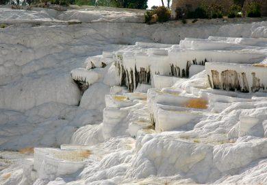 Pamukkale, os Castelos de Algodão e as ruínas de Hierápolis