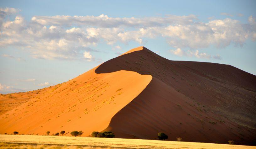 Rumo às dunas de areias vermelhas de Sossusvlei