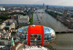 O Rio Tâmisa e a London Eye em Londres