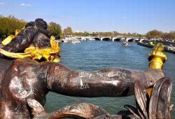 Um passeio pelo Rio Sena com o Bateaux Mouche