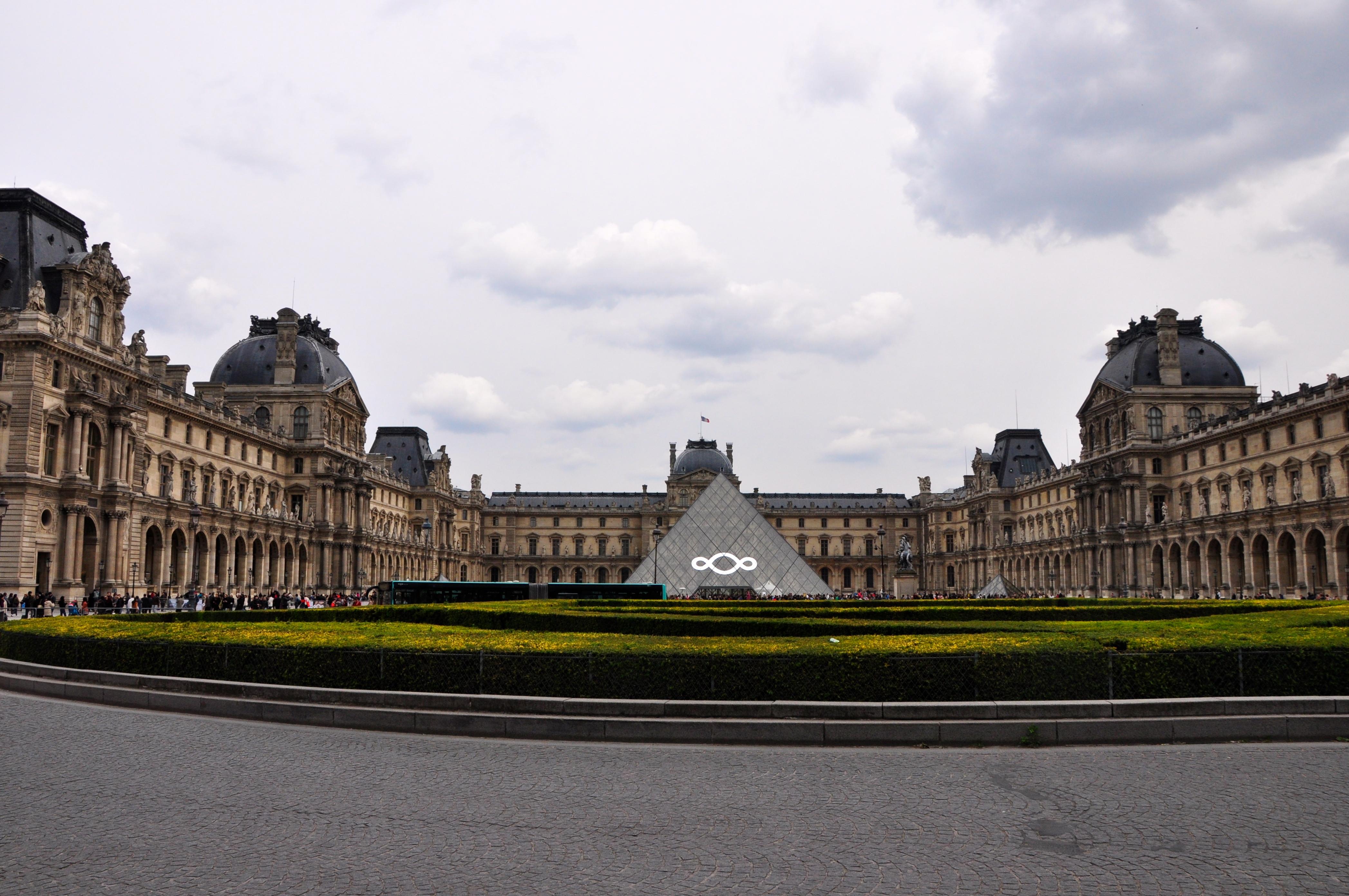 Chegando ao Museu do Louvre