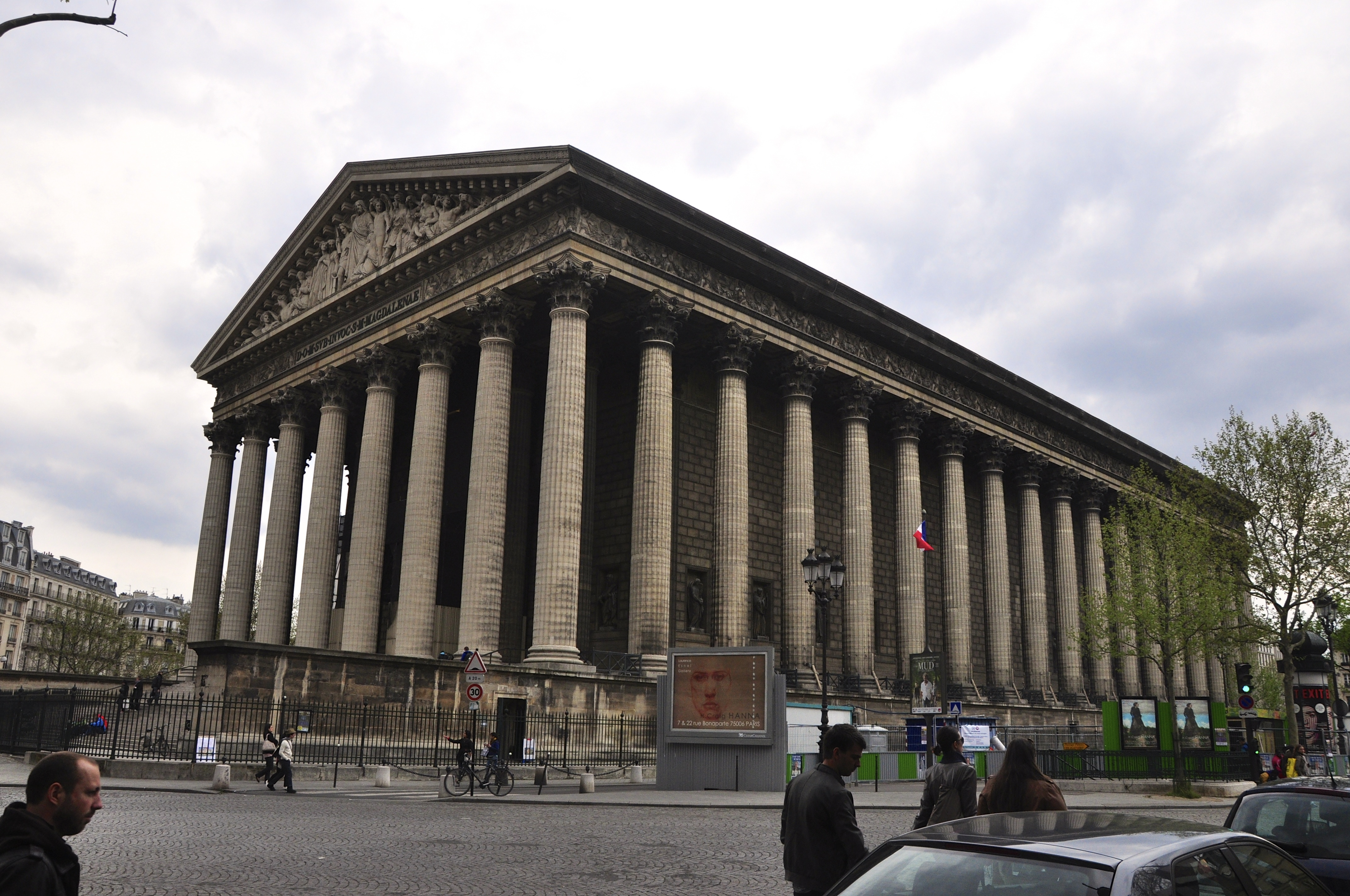 A Igreja de La Madeleine e a Delicatessen Fauchon