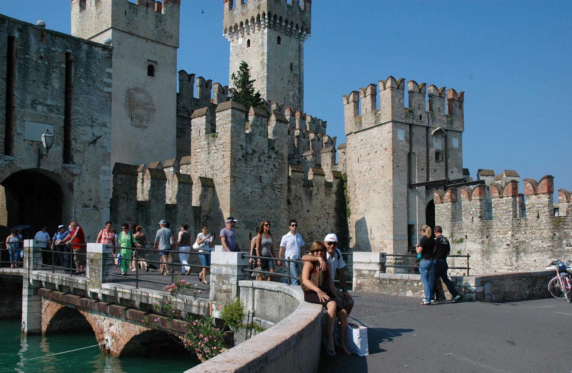 A charmosa e romântica Sirmione, na beira do Lago de Garda