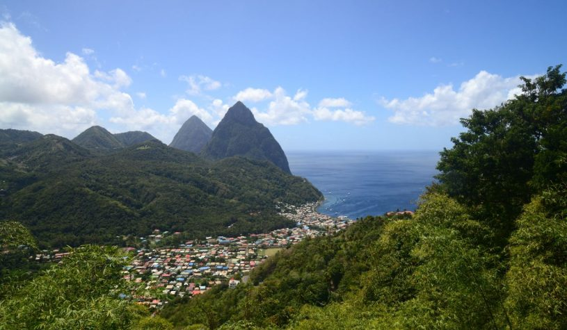 Santa Lúcia, a ilha dos Montes Piton
