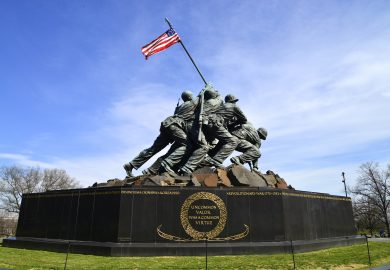 O Memorial de Iwo Lima e o Cemitério de Arlington